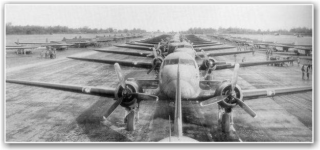 47 DAKOTAER: Klare for D-dagen. 436th Troop Carrier group på Membury Airfield. Er vår Dakota på bilde tro? FOTO: USAAF