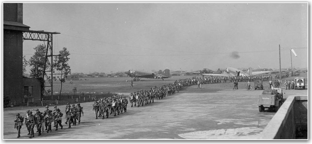 COTTESMORE AIRFIELD: Forberedelser til Operation Market Garden FOTO: USAAF