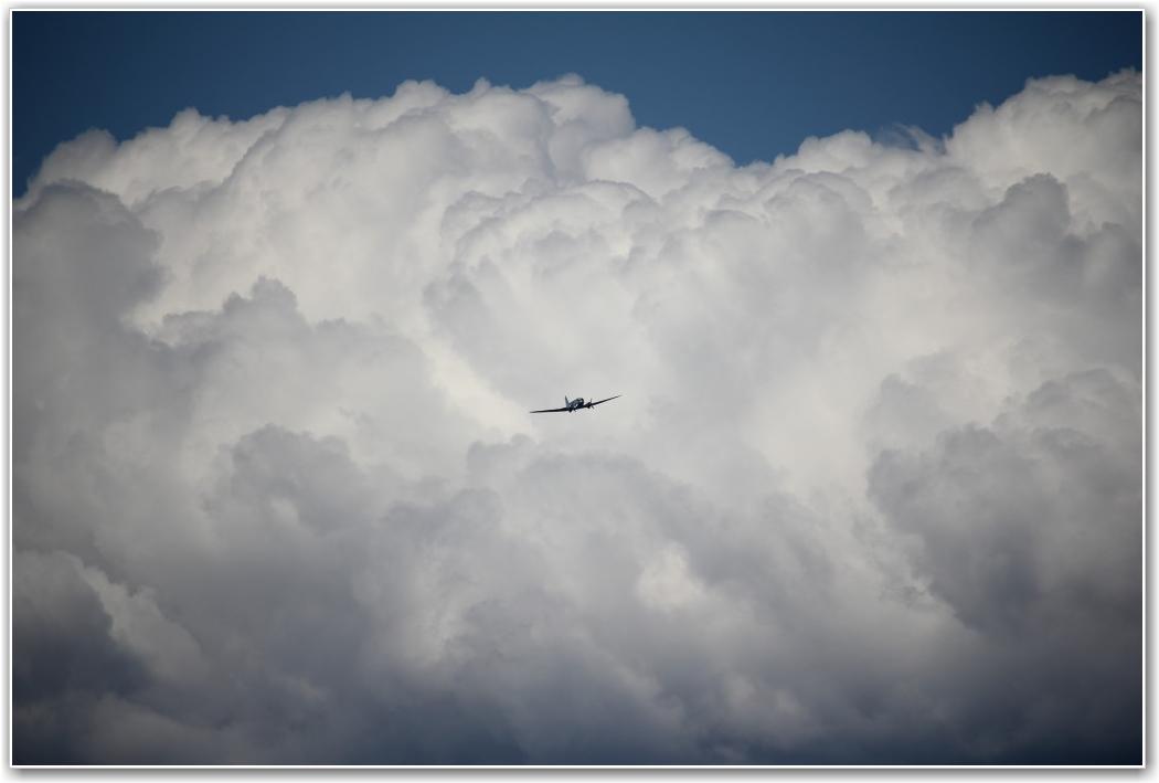 TRUENDE SKYER: Selv med litt vær møtte medlemmer opp for å fly. FOTO: Knut Sanne