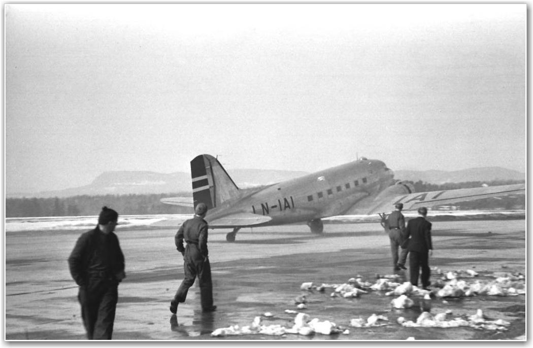 FORNEBU: Antagelig rundt 1946. FOTO: Thorleif Paulsen via Martin Paulsen og Einar Wilfred Thorsen