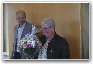 TAKK: Nina Konow forlot styret og ble takket av gjenvalgt formann Baard Løken. FOTO: Truls Kalland